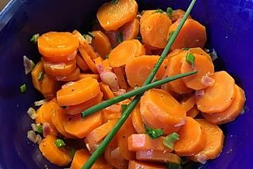 Gedämpfter Karottensalat