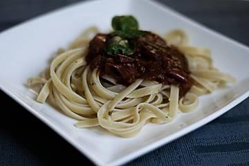 Knoblauchspaghetti mit Tomaten und Petersilie