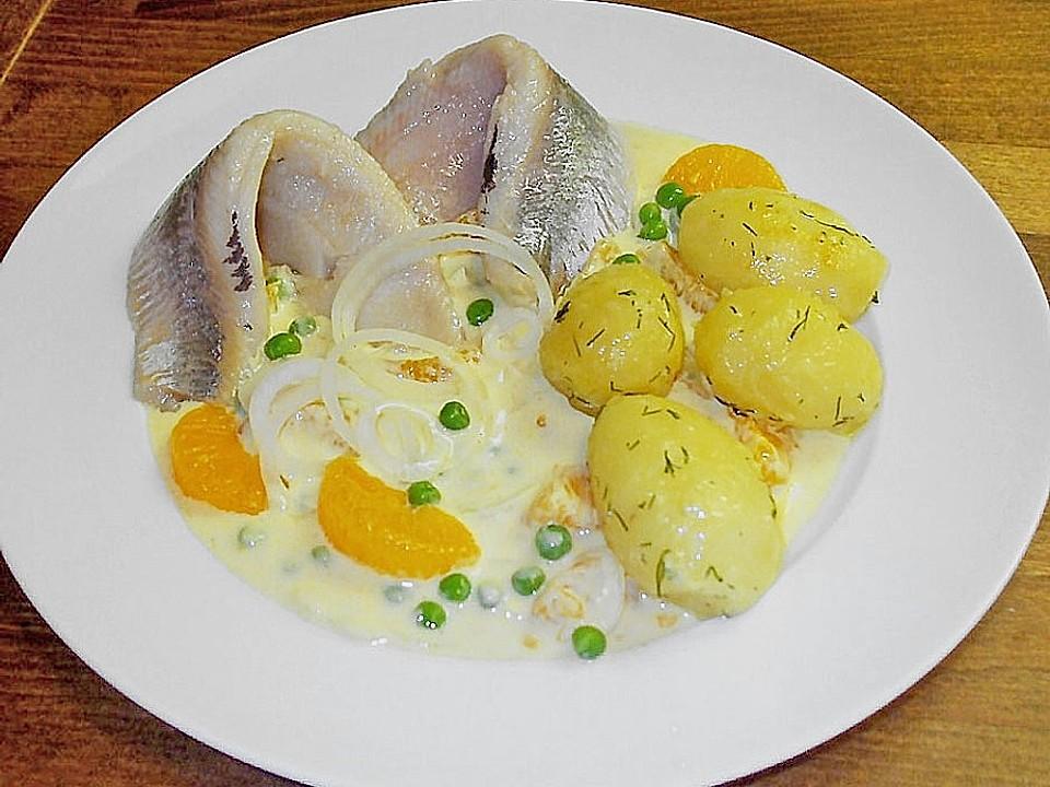 Matjesfilets-mit-fruchtigem-Currydip-und-buttergeschwenkten-Pellkartoffeln