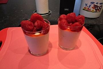 Erdbeerdessert mit Milchmädchen