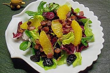 Feldsalat mit Roter Bete, Orangen, Schinken und Pinienkernen