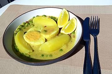 Eier in Curry-Erbsen-Schinken-Soße