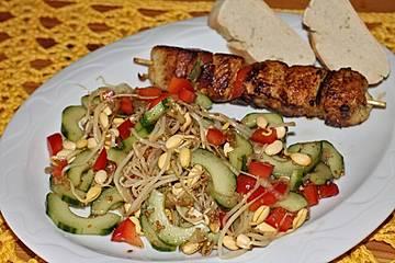 Sojasprossen und Gurkensalat