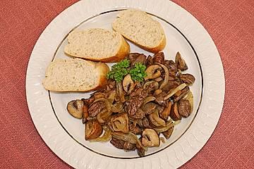 Hähnchenherzen mit Champignons und Zwiebeln