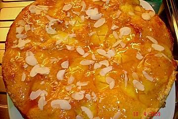 Versunkener Apfelkuchen Ivan mit Aprikosenmarmelade und Mandelblättchen