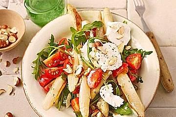 Salat mit gebratenem Spargel, Ziegenkäse, Rauke und Tomaten
