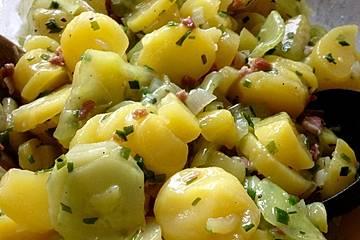 Kartoffelsalat mit Dörrfleisch und Gurke