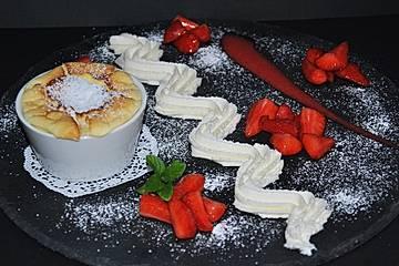 Frischkäse - Soufflé mit Erdbeersahne
