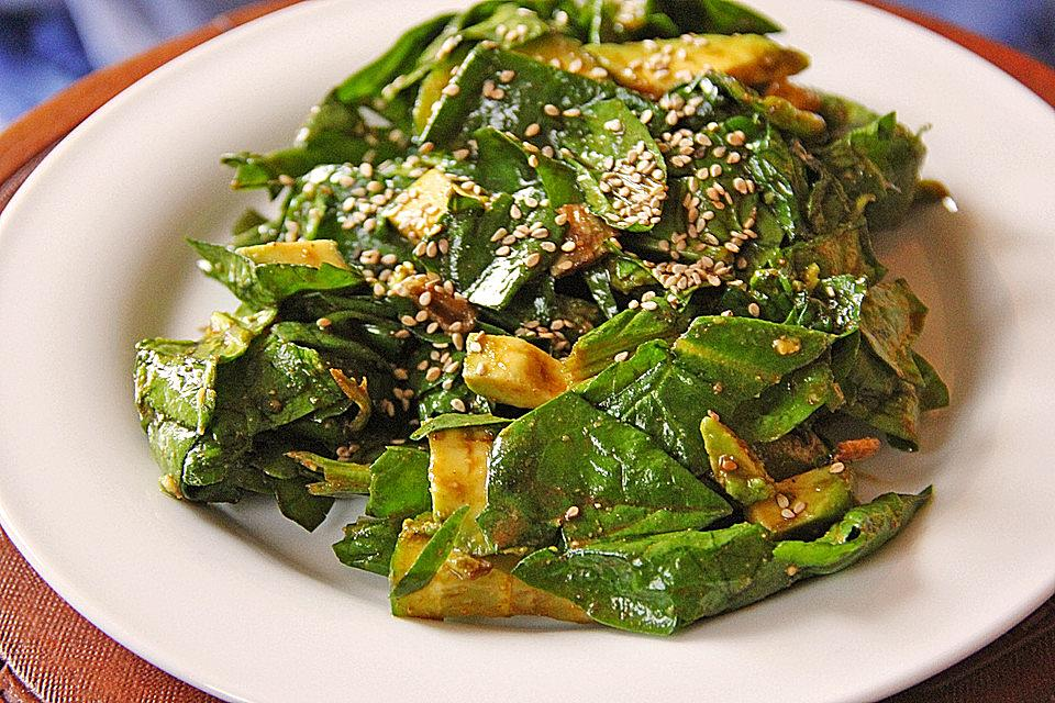 Spinat - Avocado - Gurken - Salat mit Wasabi - Dressing