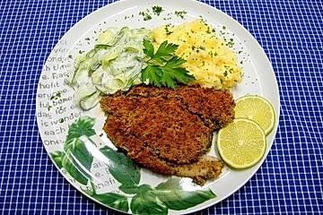 Schlemmerfilet à la Bordelaise mit Gurkensalat und Stampfkartoffeln