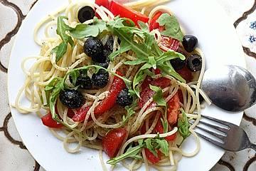 Spaghetti mit Rucola und Oliven