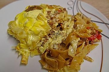 Puszta - Gehacktes - Auflauf mit Bratensauce und Sauce Hollandaise