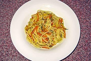 Gemüsespaghetti mit Curry - Orangen - Sauce