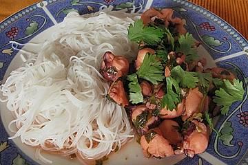 Marinierter Oktopus mit Thaibasilikum und Koriander