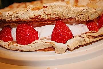 Erdbeer - Baiser - Torte