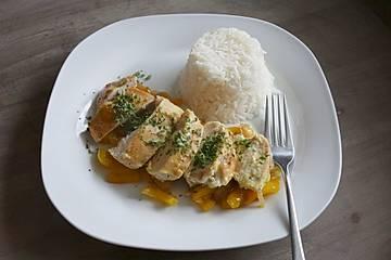 Hähnchenbrust mit Zwiebeln und Paprika