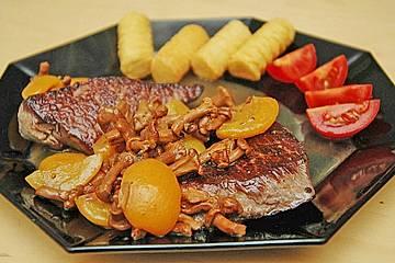 Steaks mit Eierschwammerl und Marillen