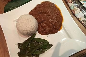 Domoda, Rind- oder Lammfleisch mit Erdnusssauce