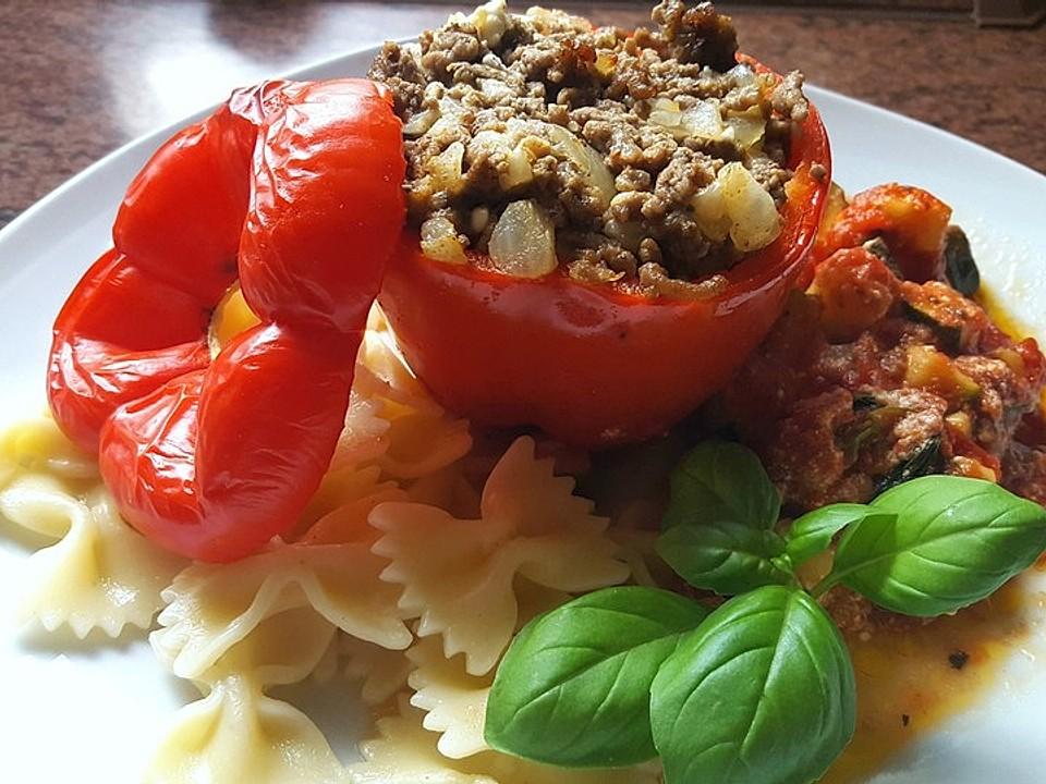 Gef-llte-Paprika-mit-Hackfleisch-Feta-und-Zucchini