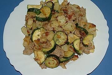 Bratkartoffeln mit Hackfleisch und Zucchini