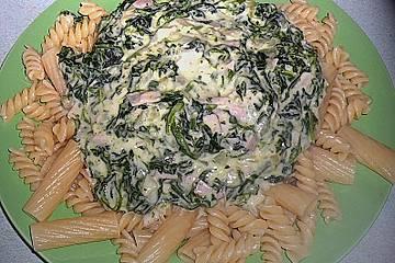 Nudeln mit Spinat - Sahne - Sauce mit Kochschinken