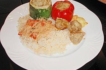 Gefüllte Paprika und Zucchini, mit Käse überbacken
