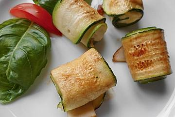 Zucchini - Putenbrust - Röllchen mit Feta
