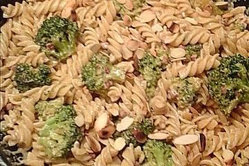 Nudeln mit Brokkoli - Sahne - Sauce