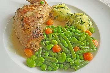 Kaninchenkeule in Senfsauce mit grün - rotem Gemüse und einem Kartoffel - Basilikum - Stampf