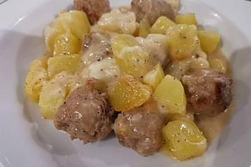 Blumenkohlauflauf mit Bratwurstbällchen und Kartoffeln