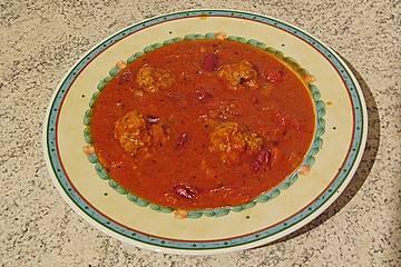 Feurige Tomatensuppe mit Hackbällchen