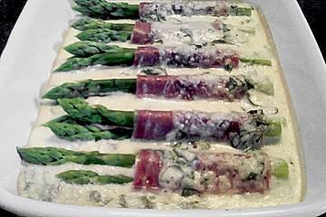Gratinierte Spargelröllchen mit Serranoschinken und Parmesan
