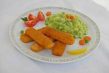 Kartoffel-Erbsen-Püree mit Fischstäbchen
