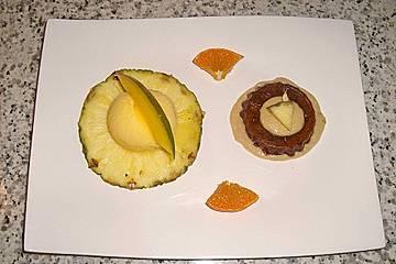 Ananastörtchen mit weißer Schoko - Erdnuss - Sauce