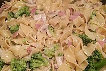 Nudelpfanne mit Brokkoli