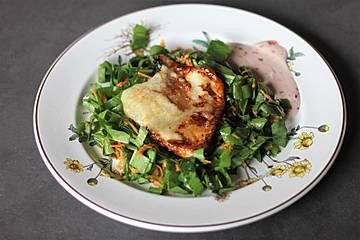 Honiggebratener Pecorino auf Bärlauch - Karotten - Salat
