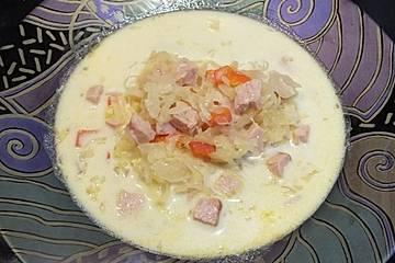 Sauerkrautsuppe mit Paprika und Kasseler