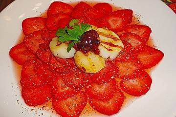 Erdbeercarpaccio mit Jakobsmuscheln und Erdbeerchutney