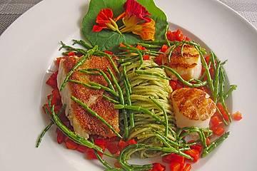 Rotbarschloin und Jakobsmuscheln mit Bärlauchspagetti, Paprika und Salicorne