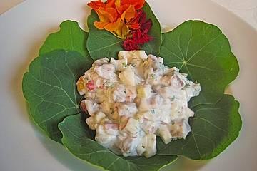 Matjessalat auf Kapuzinerkresse