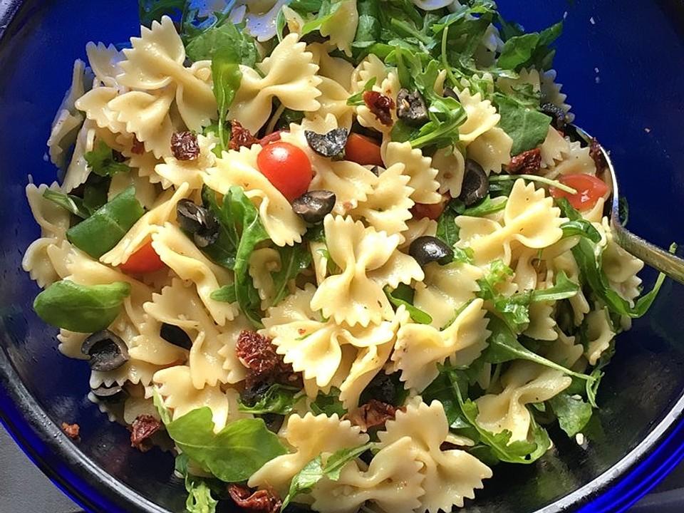 italienischer-nudelsalat-mit-getrockneten-tomaten-und-schafsk-se