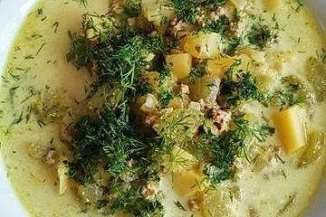 Gurken-Rahm-Suppe mit Hackfleisch und Kartoffeln