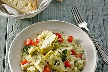 Gemüse-Risotto mit Artischockenherzen, Tomaten und Rucola