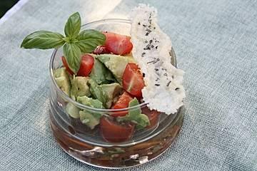 Avocado - Tomatencocktail mit Parmesanstange