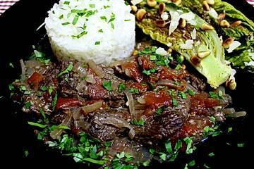 Geschmortes Rindfleisch auf portugiesische Art