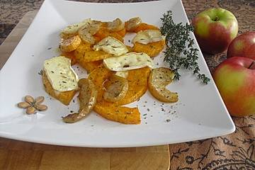 Ofenkürbis mit Apfel, Thymian und Weichkäse