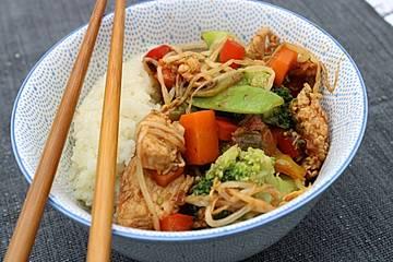 Chinesische Gemüsepfanne mit Hähnchenbrust
