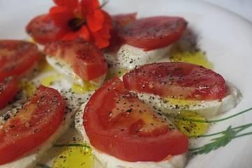 Tomaten - Mozzarella Salat mit Balsamico Dressing