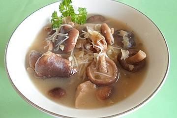 Asiatische Pilzsuppe