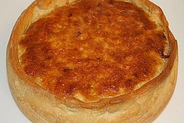 Verschärfter saftiger Zwiebelkuchen